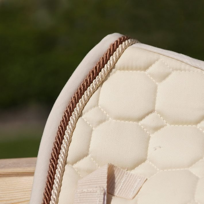 ALEQUI Vanilla dressage saddle pad closeup