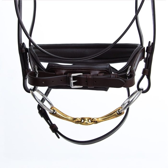 ALEQUI dressage bridle havana brown anatomical neckpiece noseband closeup