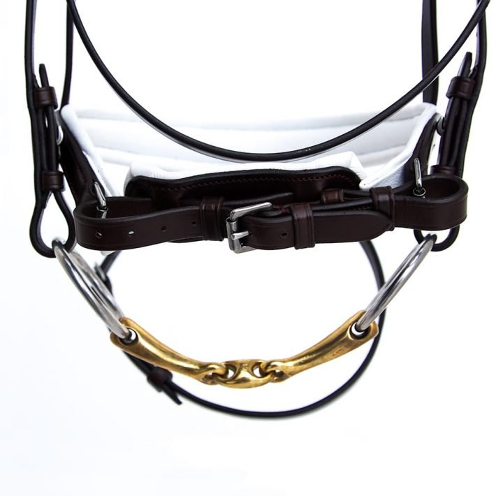 ALEQUI dressage bridle havana brown white anatomical neckpiece closeup